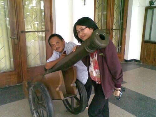 Chichi dan Pak Djoko @ Museum Kutai