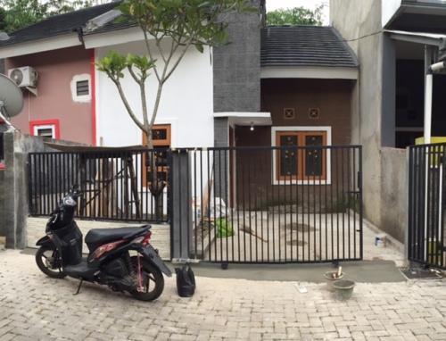 Akhirnya rumah ini ad ateralis dan pagar juga